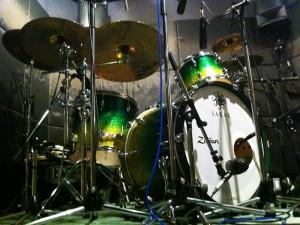 モサモサドラムのサカエドラム&ジルジャンシンバル